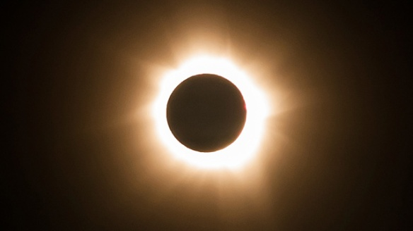 A total eclipse took place in 885 (not 889 as the scholar claimed)